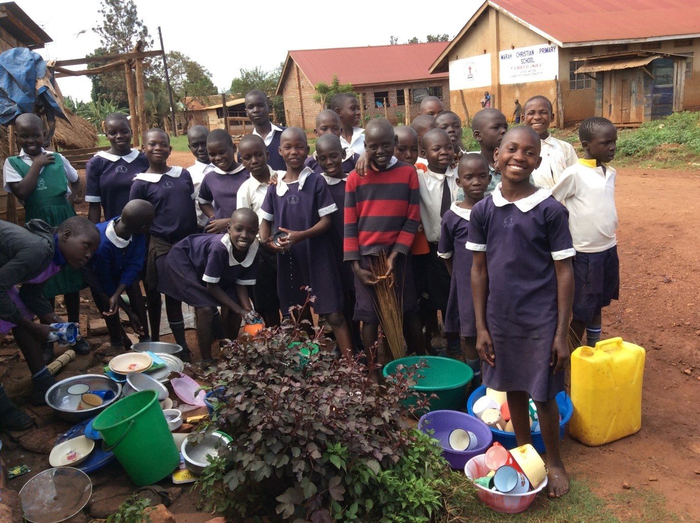 student-outreach-team-serving-the-community-uganda