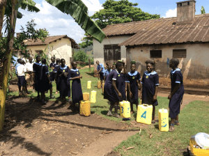 students-uganda-collecting-water-for-school