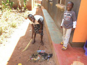 kids-from-orphanage-help-foster-mom-uganda