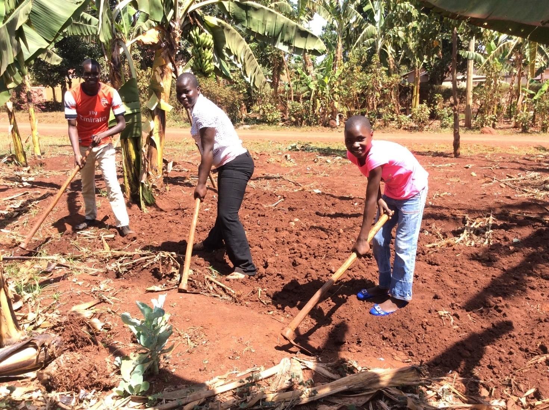 Farming-Field-Trip-For-Uganda-Orphanage