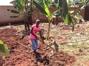 ugandan-girl=learning-to-farm-first-time